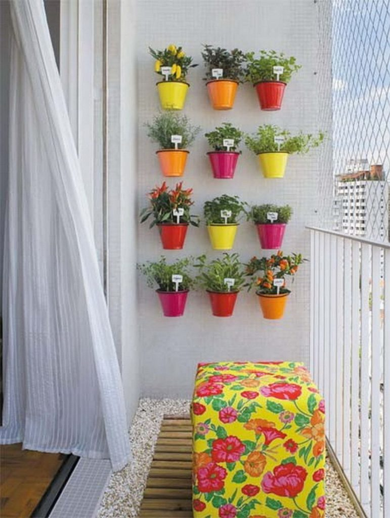Multi-colors balcony garden idea