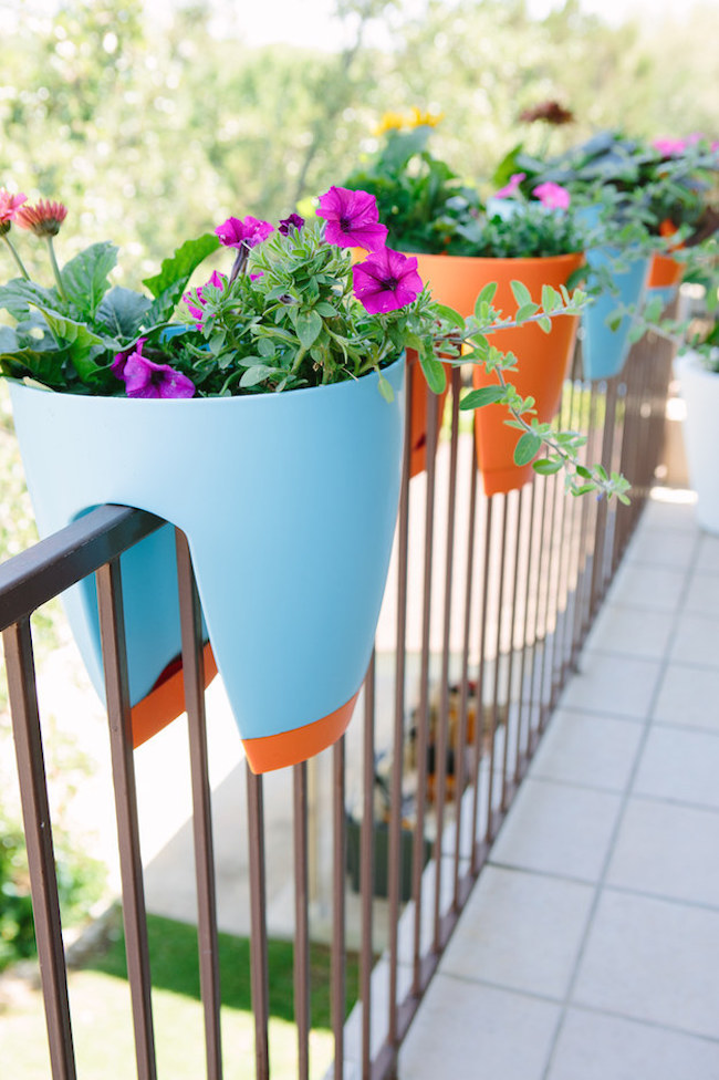 Rail balcony garden idea