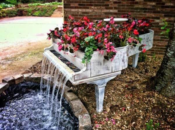 Piano backyard pond