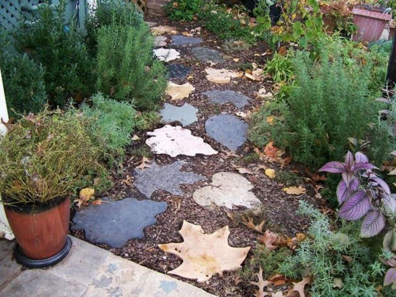 Leaf Stepping Stone Pathway